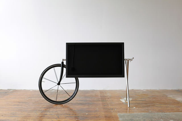 Unique Portable TV Stand by Taylor Levy and Che-Wei Wang (3)