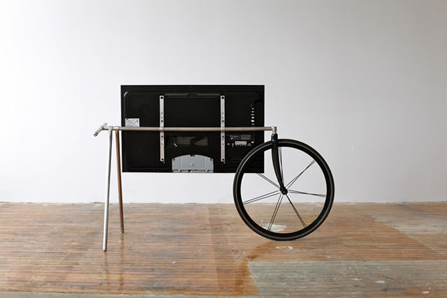 Unique Portable TV Stand by Taylor Levy and Che-Wei Wang (5)
