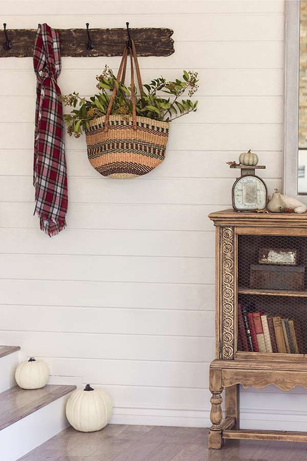 Accent table, dream cottage, Walls