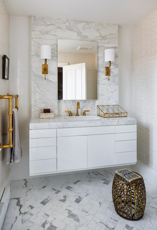 White And Gold Bathroom. Clean White Bathroom With Gold Accents