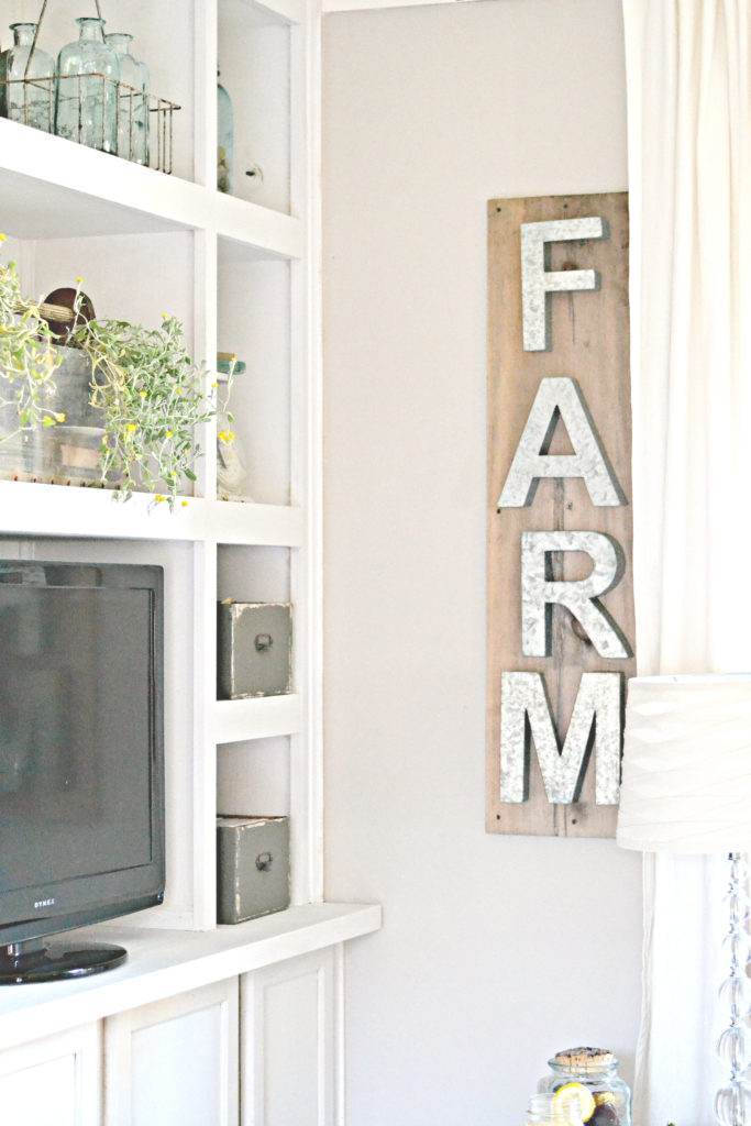 DIY Farmhouse Metal Letter Sign
