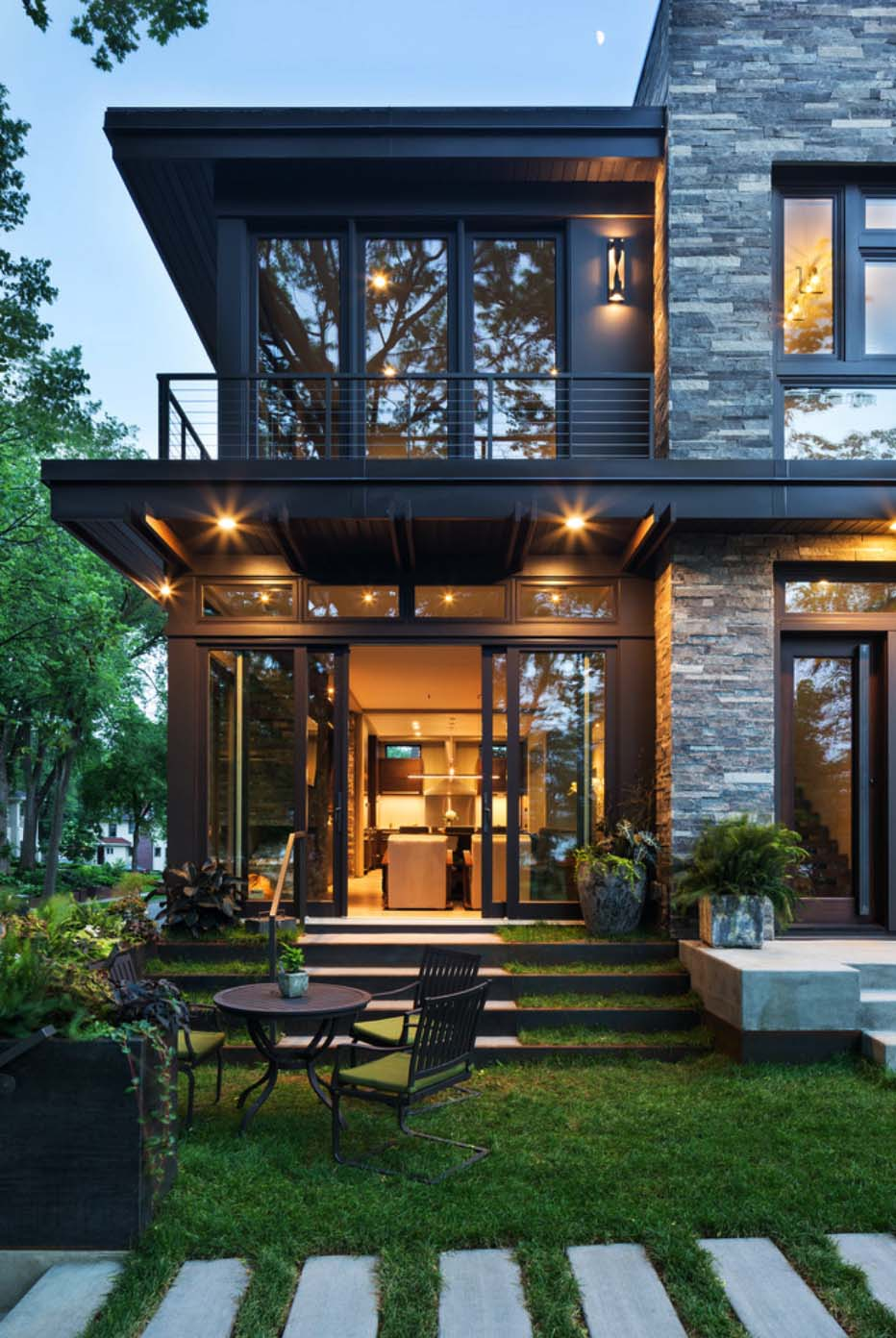 22 Modern Residences With Classy Exterior Designs: Contemporary And Modern Residence With Views Of Lake Calhoun
